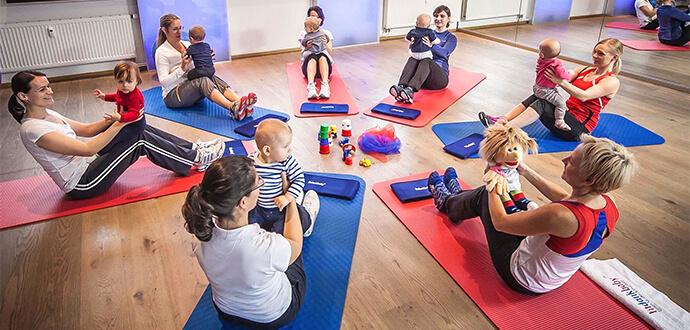 Teilnehmerinnen im fitdankbaby Kurs