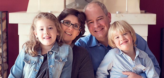 MomPreneur Nicole Ponath mit ihrem Mann und den beiden Kindern