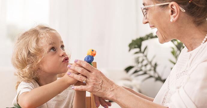 MomPreneurs Notfallmama spielt mit Kind