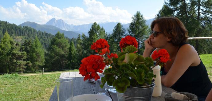 MomPreneurs Katharina Schnell beim Relaxen in den Bergen