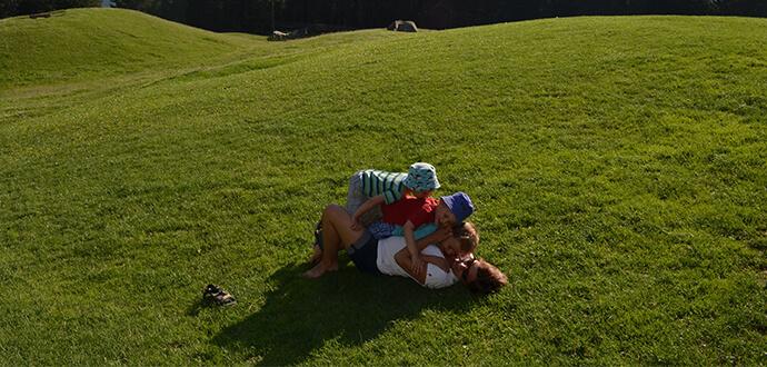 MomPreneurs Katharina Schnell spielt mit ihren Kindern